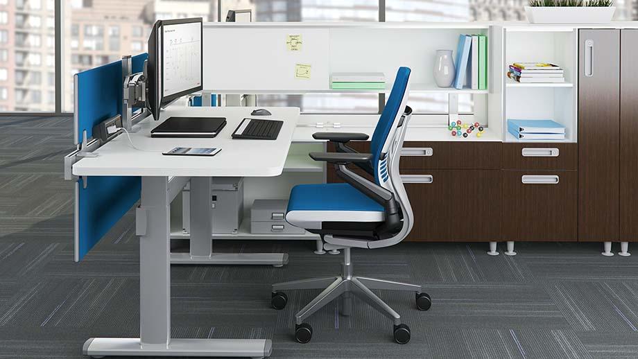 офисный компьютер на рабочем столе