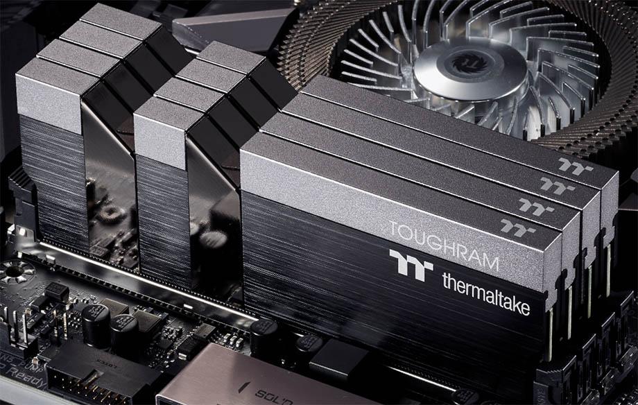 стильная память Thermaltake TOUGHRAM RGB с максимальной тактовой частотой 4600 mhz